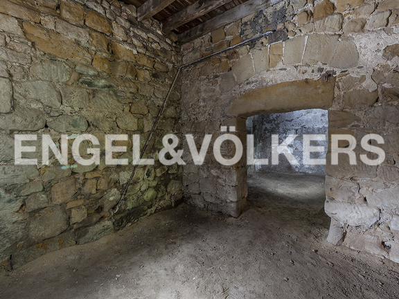 House in Hondarribia Norte - The dungeons in the underground have windows that provide natural lighting.