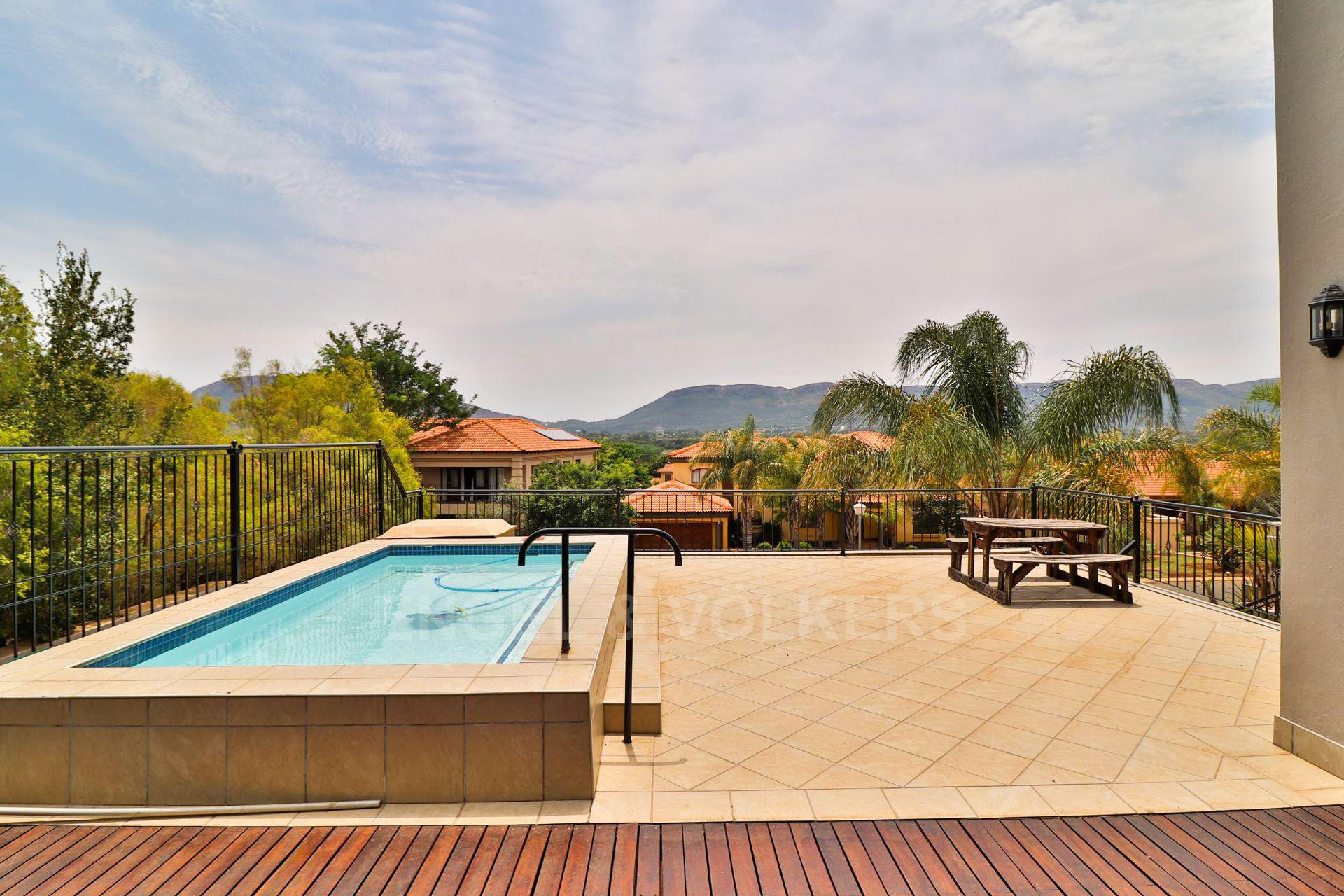 House in Xanadu Eco Park - Raised pool with a view