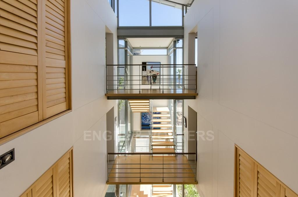 House in Bantry Bay - Atrium