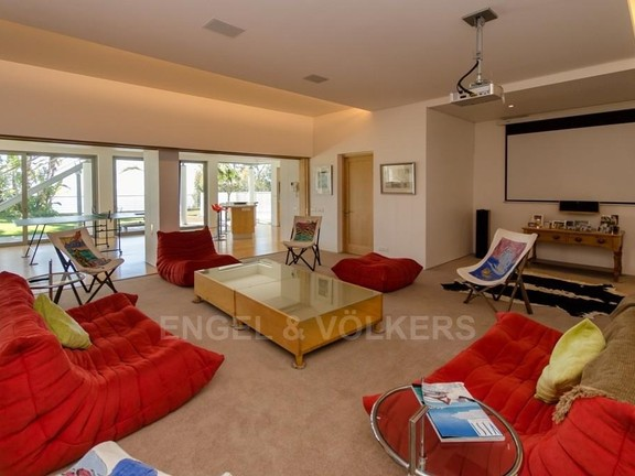 House in Bantry Bay - Family Lounge