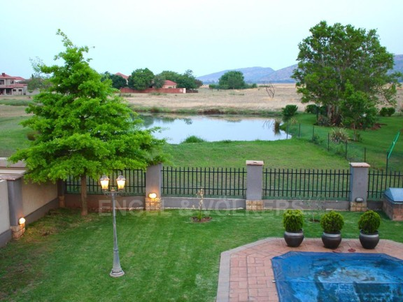 House in Westlake - Evening view from balcony