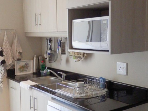 Apartment in Uvongo - 017_Scullery.JPG