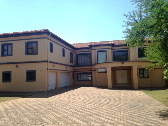 House in Silver Lakes Golf Estate