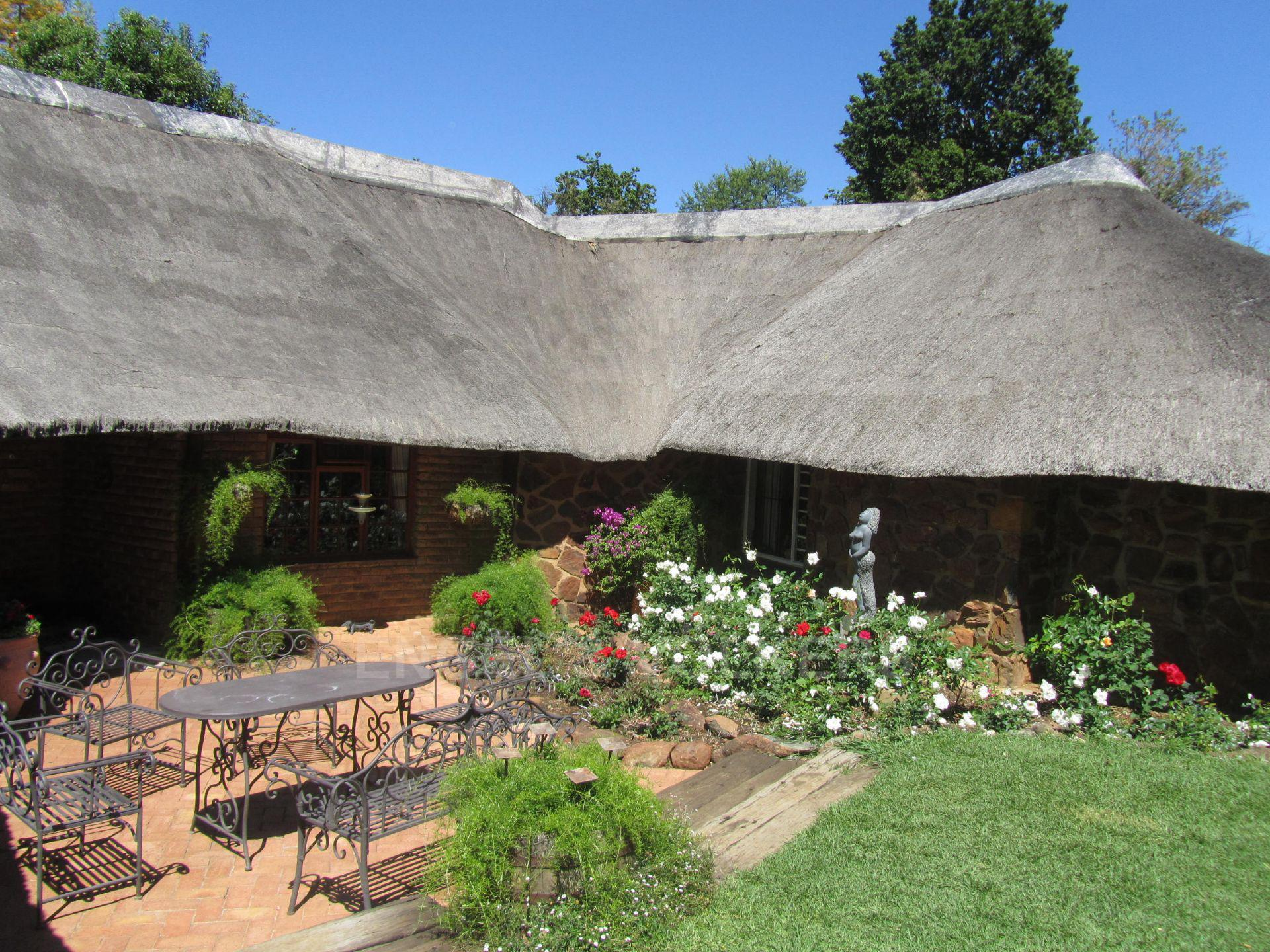 Land in Hartbeespoort Dam Area - front of house (3).JPG