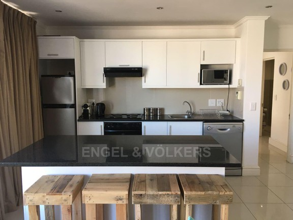 House in Hout Bay - Kitchen and island