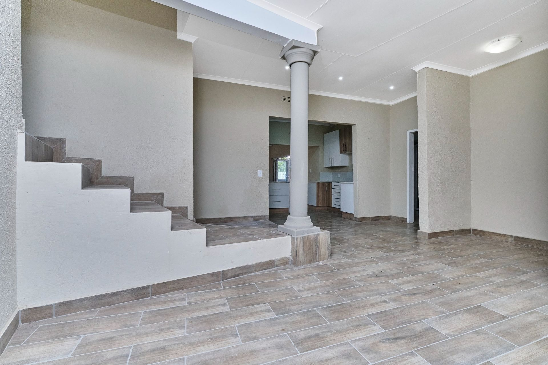 House in Olivedale - Entrance Hall .jpg