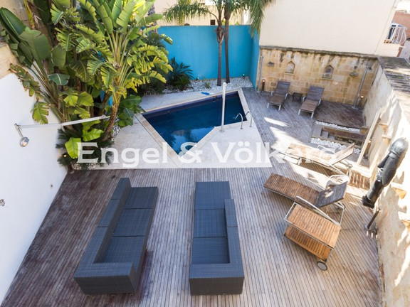 House of Character, Naxxar, Swimming Pool with deck area