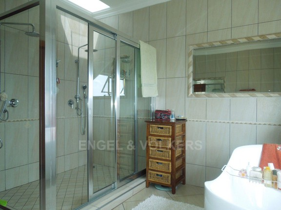 House in Ruimsig - Double Shower main bathroom