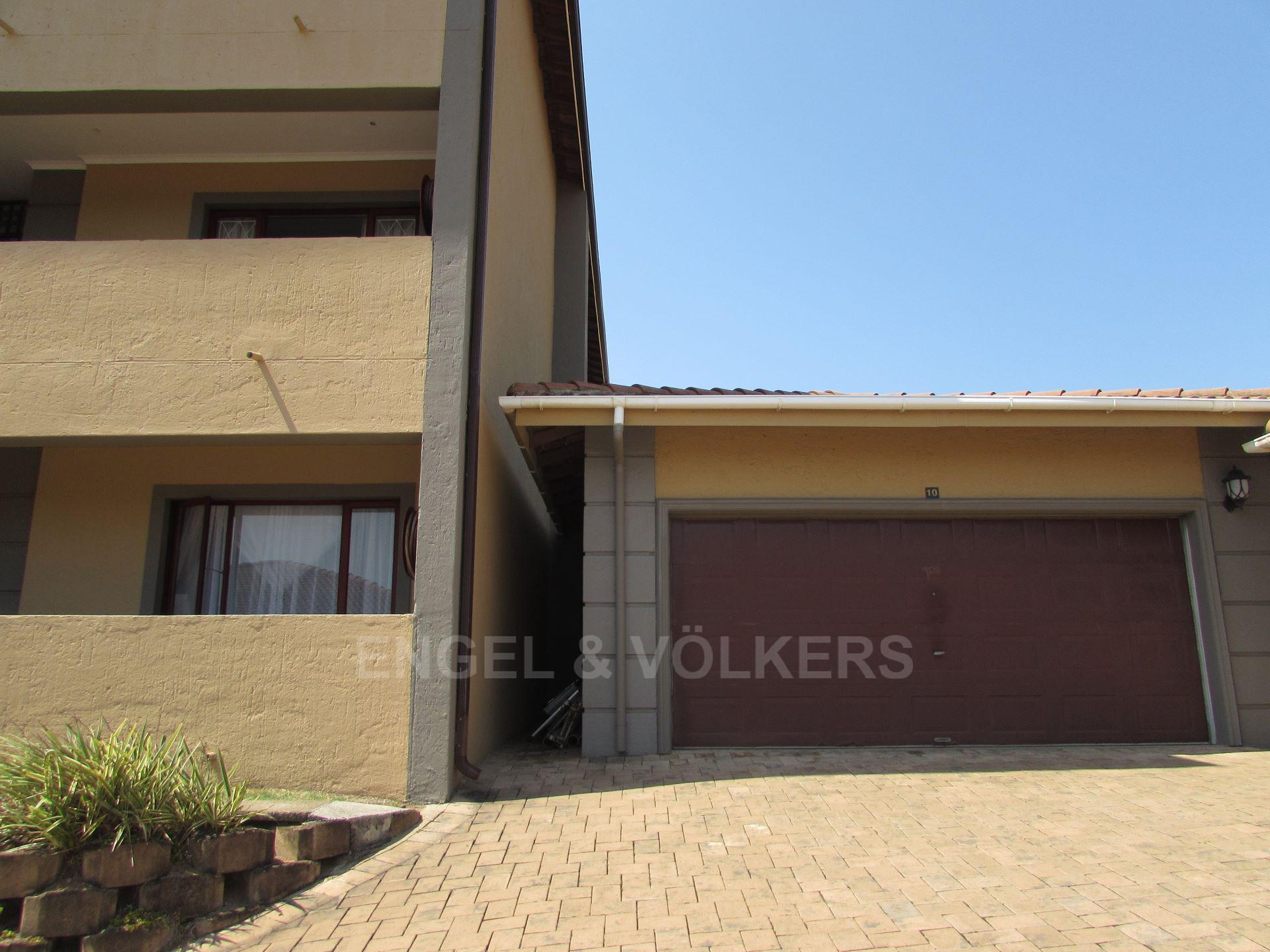 Apartment in Shelly Beach - 010 - Double lock-up garage.JPG
