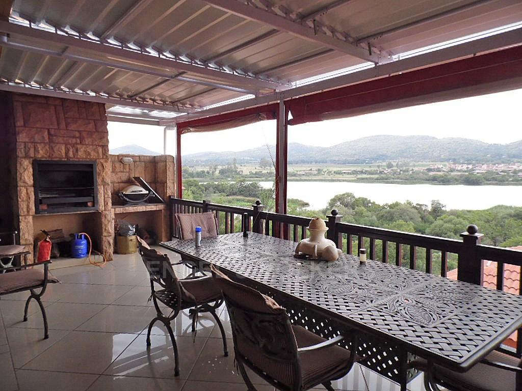 House in Birdwood Estate - Covered patio