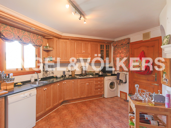 House in La Sella Golf - Big aopen plan kitchen with direct acccess to terrace.