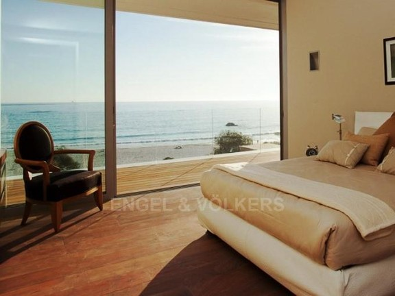 Condominium in Camps Bay - Bedroom 1