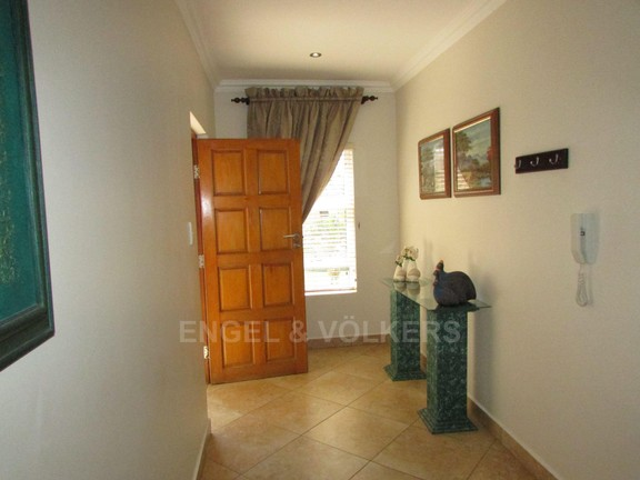 Apartment in Uvongo - 002 Entrance Hall.JPG