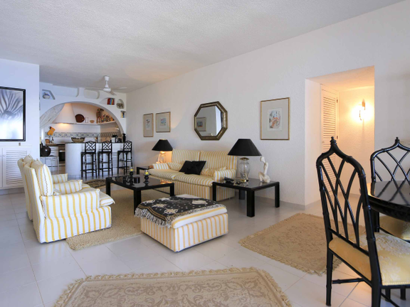 Condominium in Siesta - Living room with access to the terrace