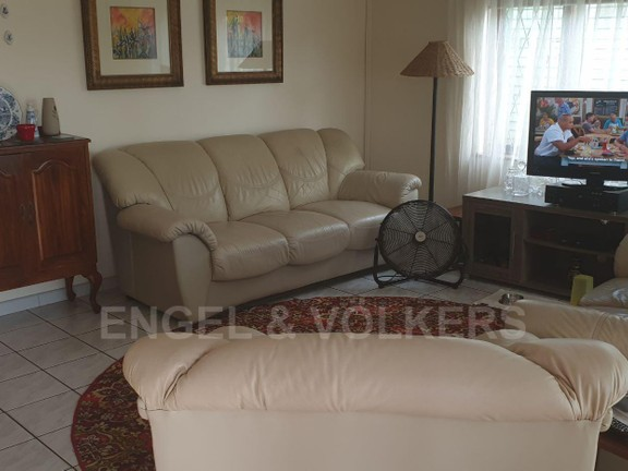 House in Uvongo - 003 - Lounge.jpg