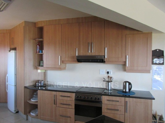 House in Ramsgate - 003 Main House Kitchen