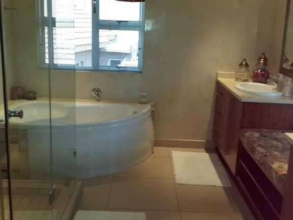House in Magalies River Club and Golf Estate - Bathroom_73.jpg
