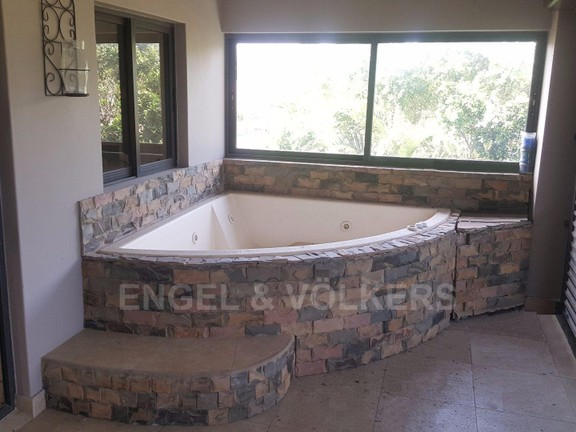 House in Shelly Beach - 020 Jacuzzi (upstairs).jpg