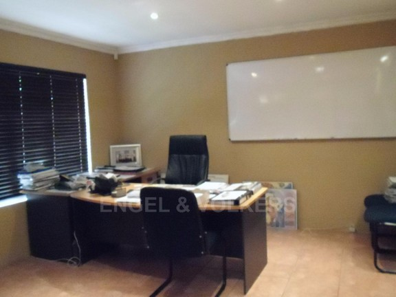 House in Ifafi - Office_2_Ceo.JPG
