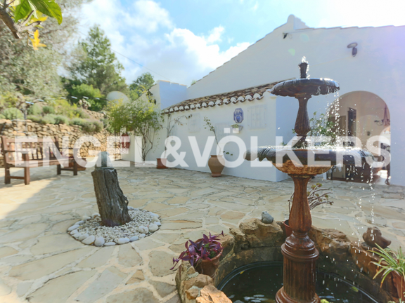 House in La Sella Golf - Backyard with well.