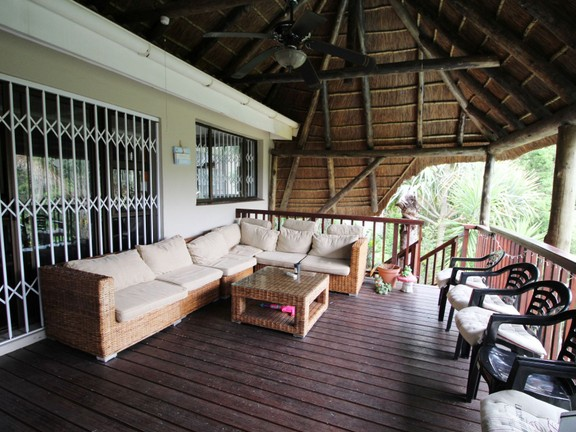 House in Vincent Heights - Deck & braai area
