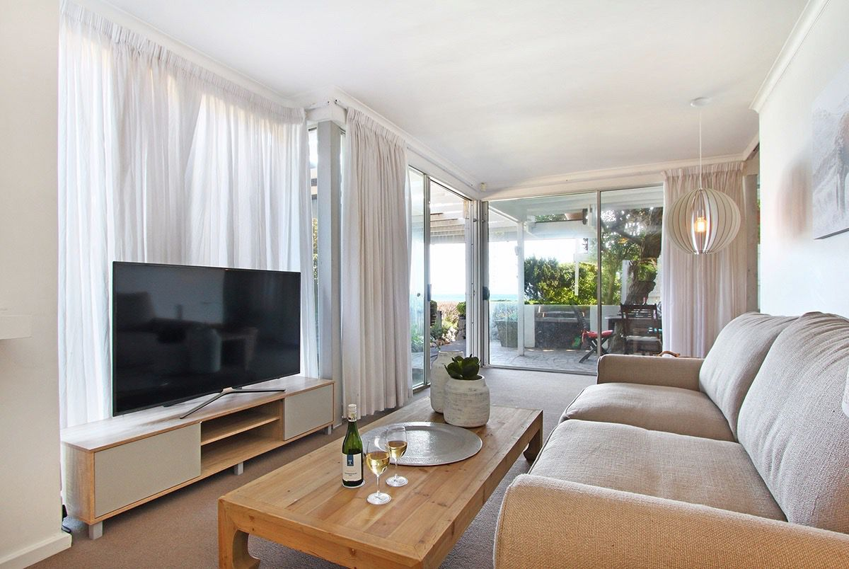 House in Camps Bay - 31.DS LOUNGE AND TV.jpg