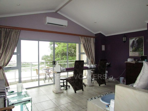 House in Uvongo - 006 Lounge 2.JPG