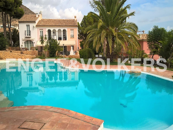 House in Finestrat - Excellent house with plot and views. Comunity swimming pool