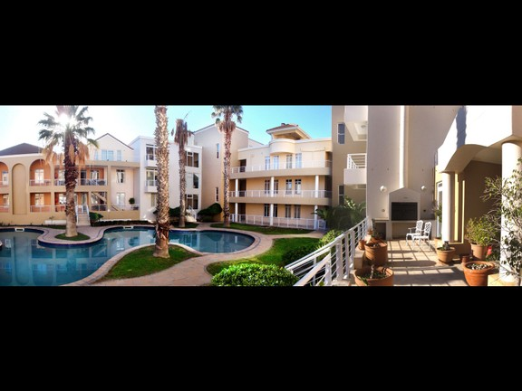 House in Harbour Island - @1 10 Back patio with view.jpg