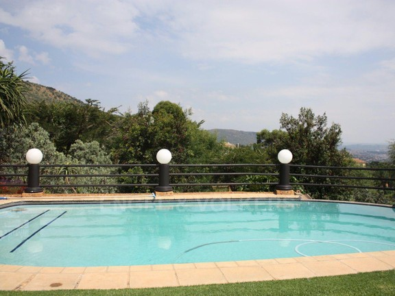 House in Ruimsig - Swimming pool off entertainment area