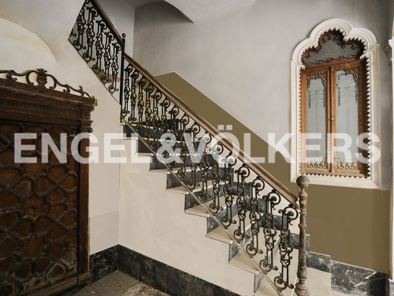 House in Carcaixent - Staircase, wardrobe and window corner