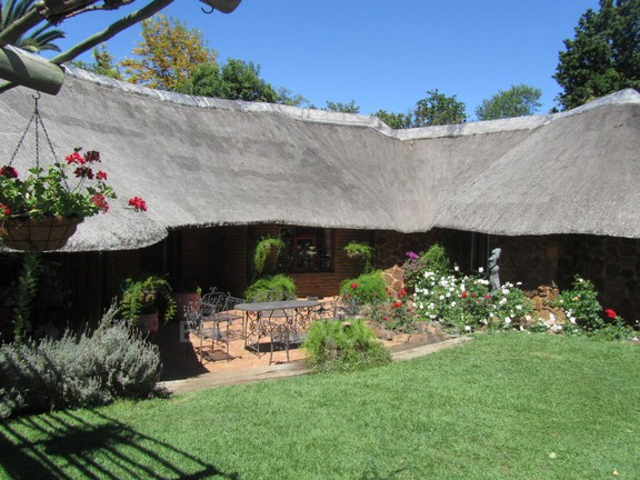 Land in Hartbeespoort Dam Area - front of house (2).JPG