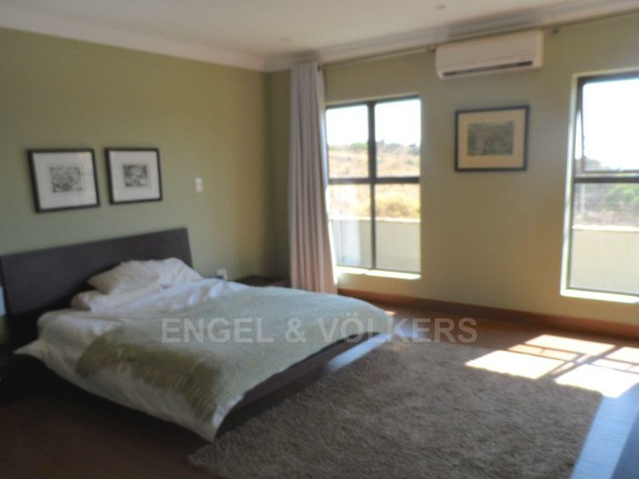 House in Waterkloof Ridge - 1 OF 3 BEDROOMS