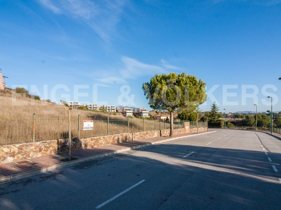 Land in Sant Esteve Sesrovires