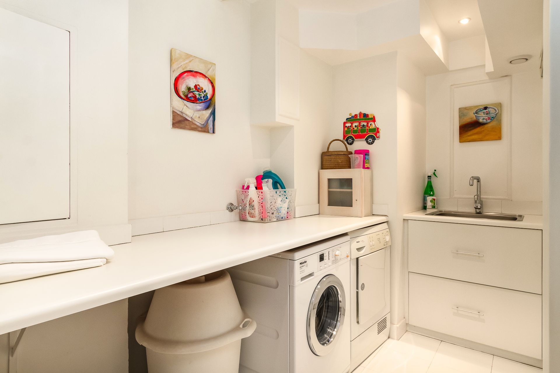 House in Clifton - Laundry room