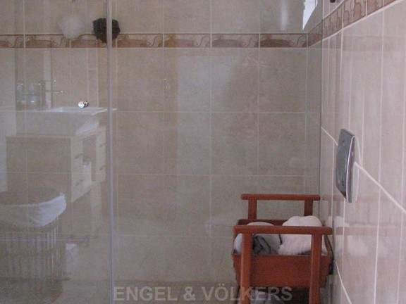 House in Melodie A/h - Shower, basin, toilet and built in cupboards
