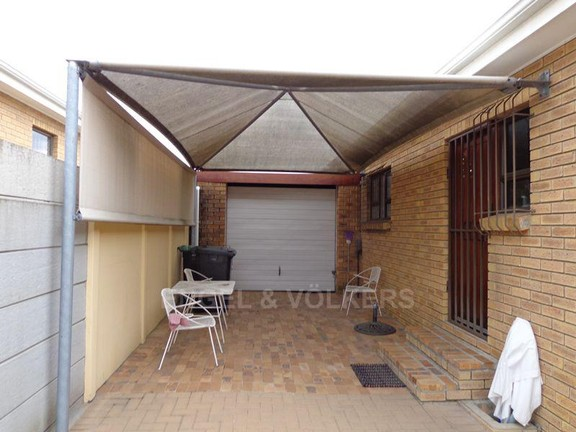 House in Sonstraal Heights - Undercover parking with garage