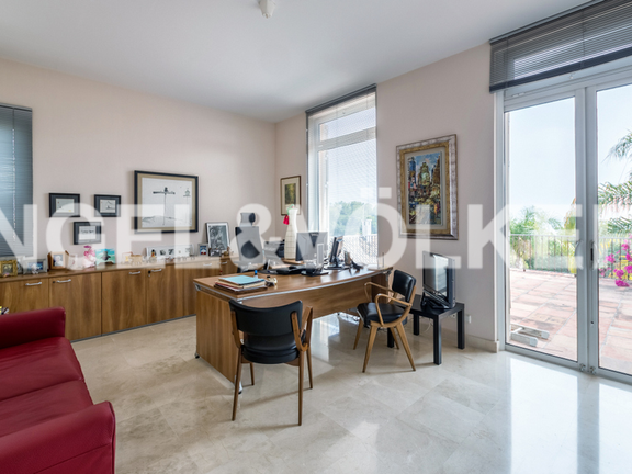 House in Marbella City - Office