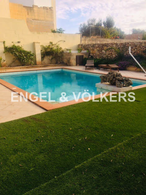 House Of Character, Xaghra, Swimmping Pool.