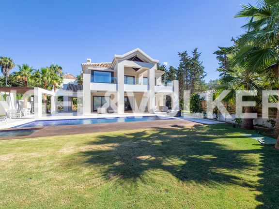 Villa for sale in Las Torres de Marbella Club