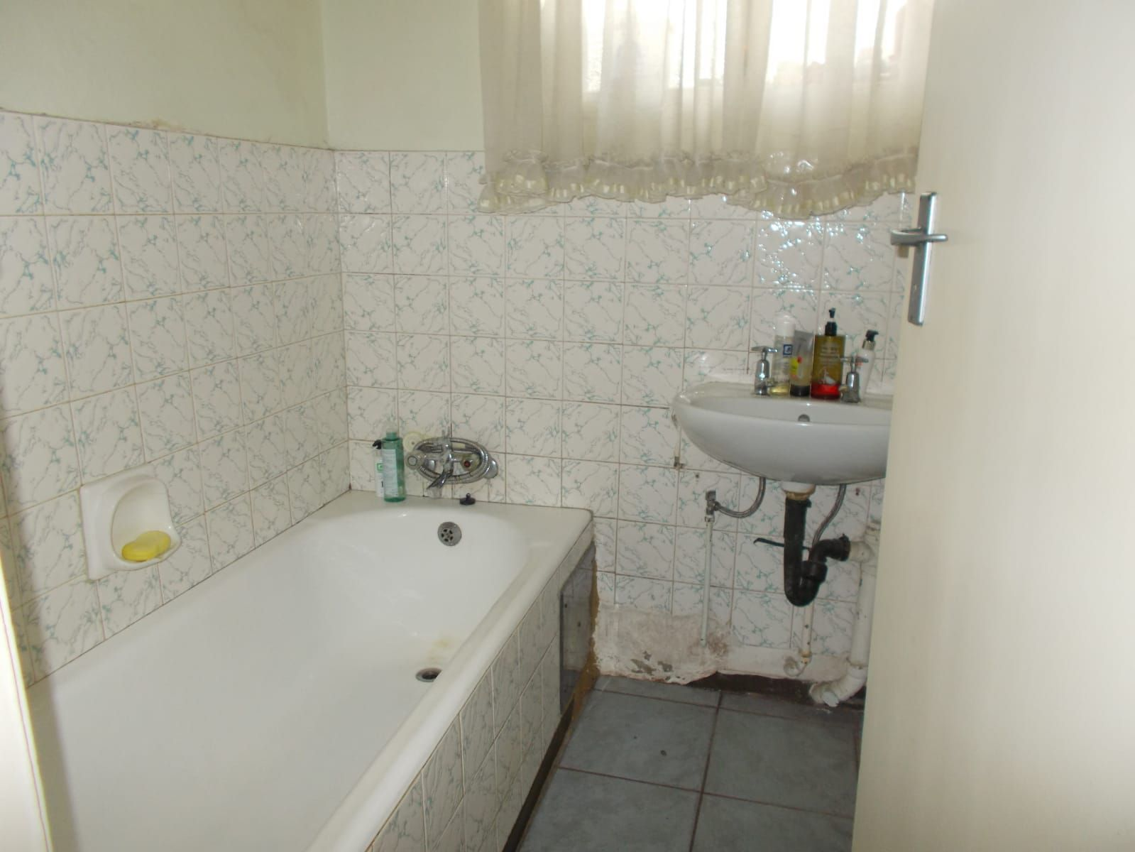Apartment in Hillbrow - WhatsApp Image 2021-01-12 at 13.04.00 (5).jpeg