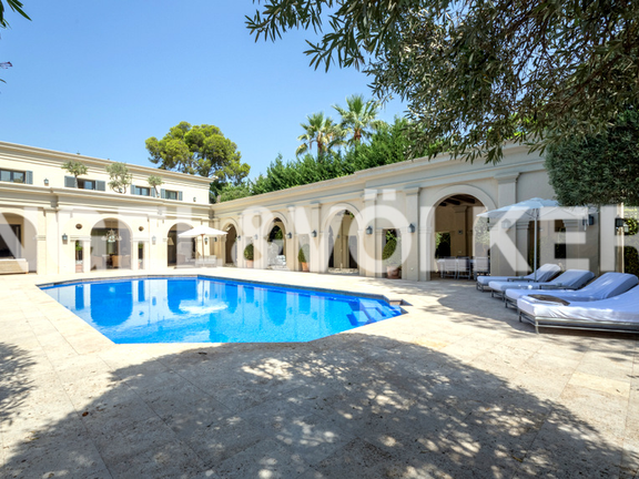 House in Beach Side Golden Mile - Villa for sale in Puente Romano Marbella