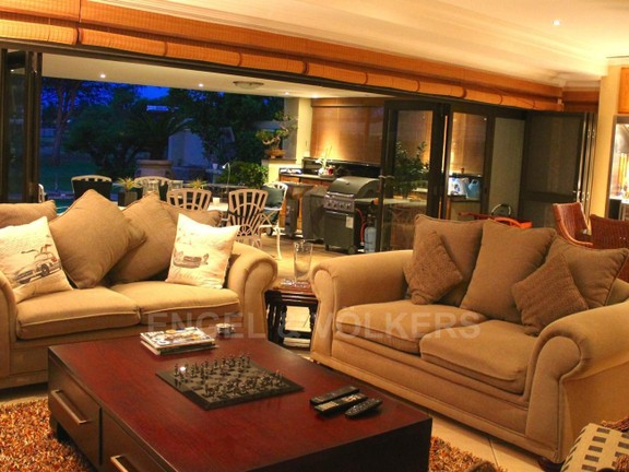 House in Westlake - TV Lounge