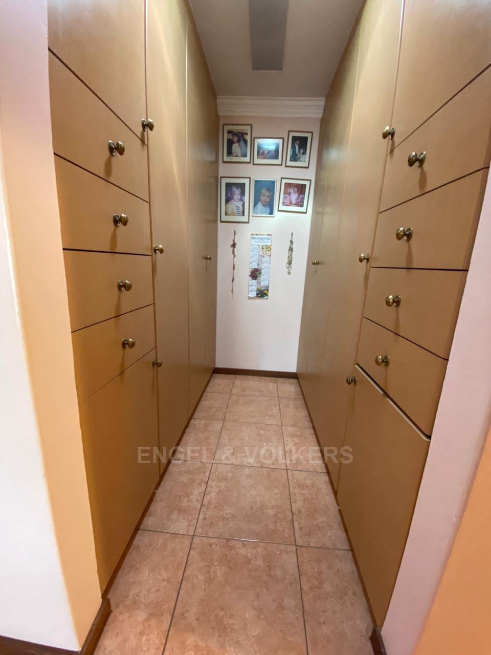 House in Melodie - Walk in closet in main bedroom