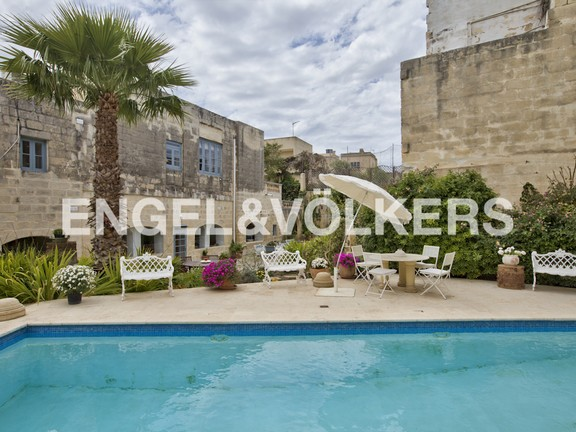 House of Character, Attard, Swimming Pool