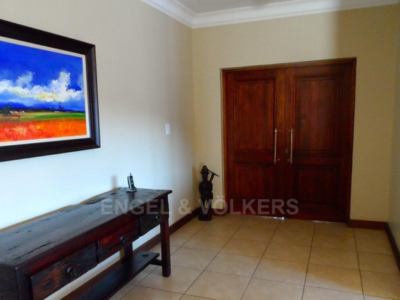 House in Waterkloof Boulevard - ENTRANCE HALLWAY