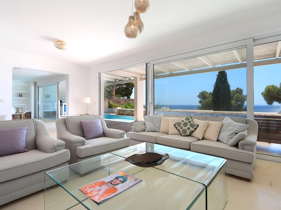 Renovated terraced house with wonderful sea views