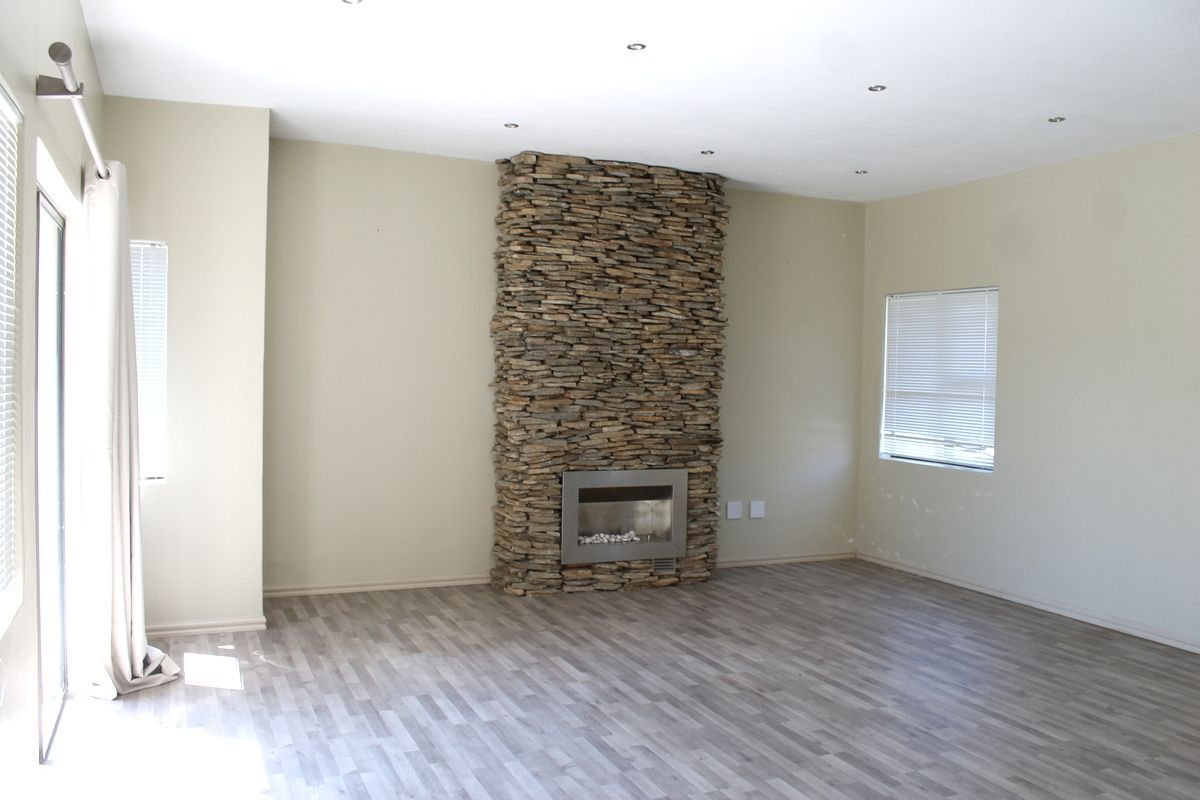 House in Silver Woods Estate - Gas fire place