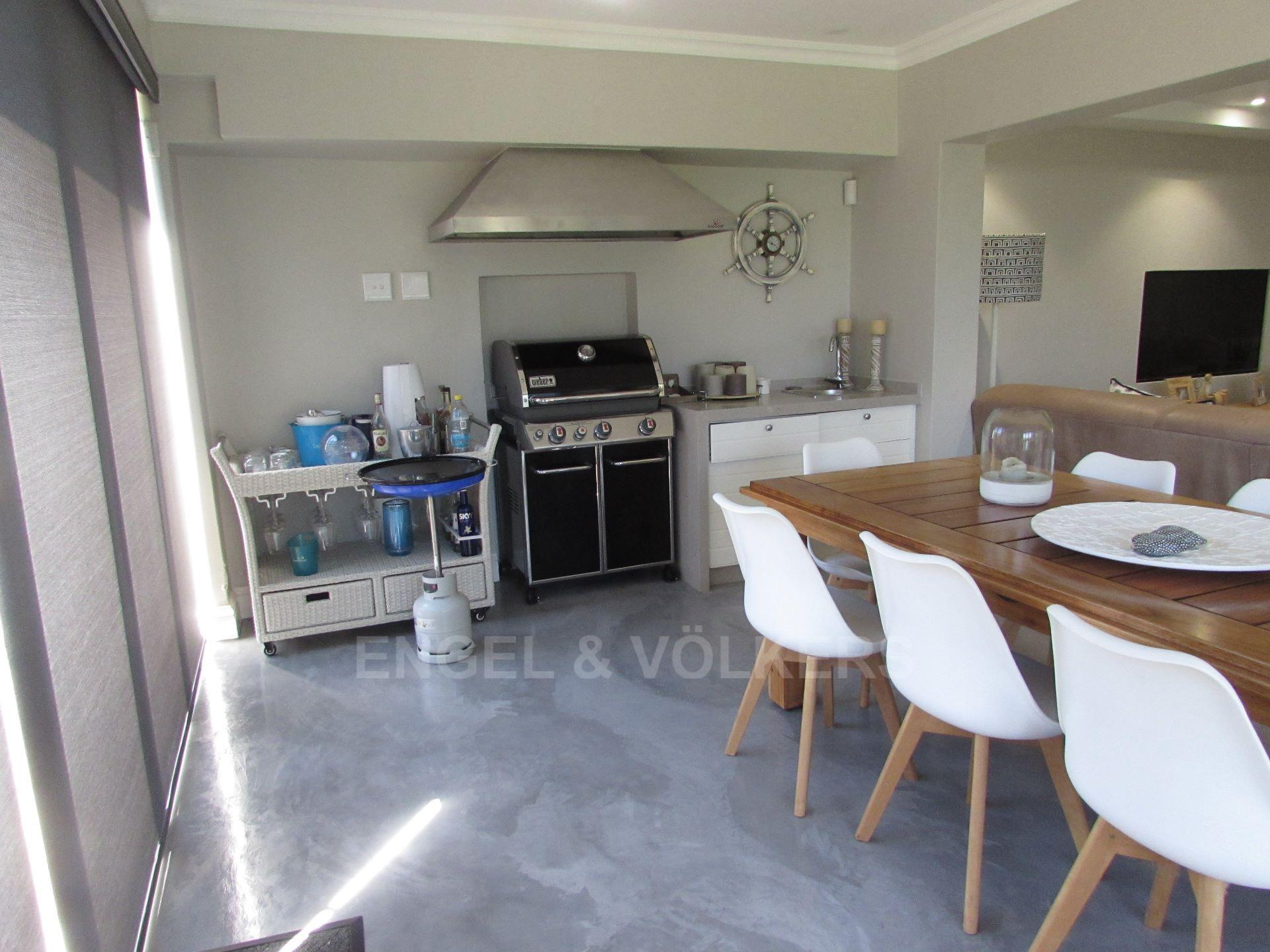 Apartment in Ramsgate - PATIO FROM LOUNGE.JPG