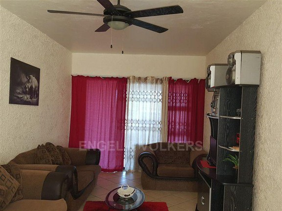 House in Uvongo - 003 lounge.jpg